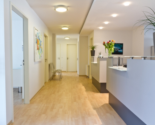 Schuster-Elektro-Praxis-Beleuchtung